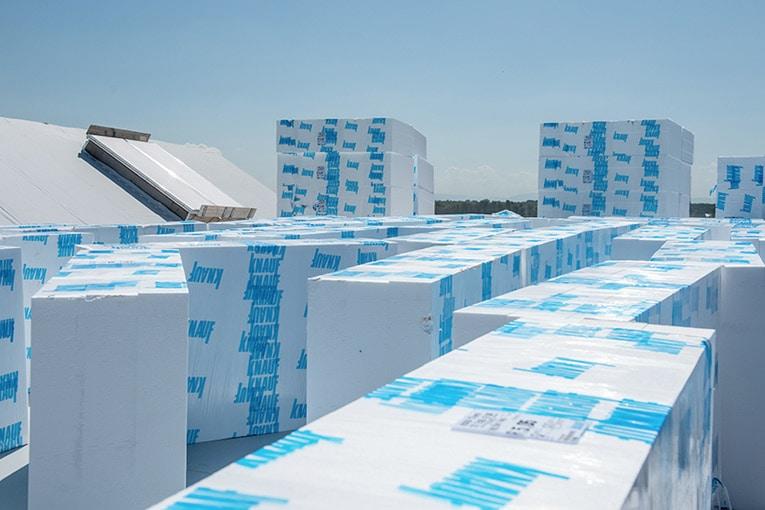 Knauf Circular a pour but de donner une nouvelle vie aux chutes, emballages et calages en polystyrène expansé (PSE). [©Knauf]