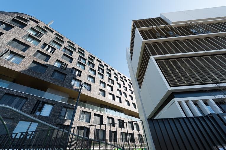 Plusieurs décrets et arrêtés concernant les immeuble de moyenne hauteur sont entrés en vigueur en janvier 2020. [©ACPresse]