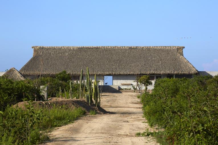 « Le site du projet est situé directement face à l'océan Pacifique Sud, avec seulement une plage à couper le souffle, explique Tadao Ando