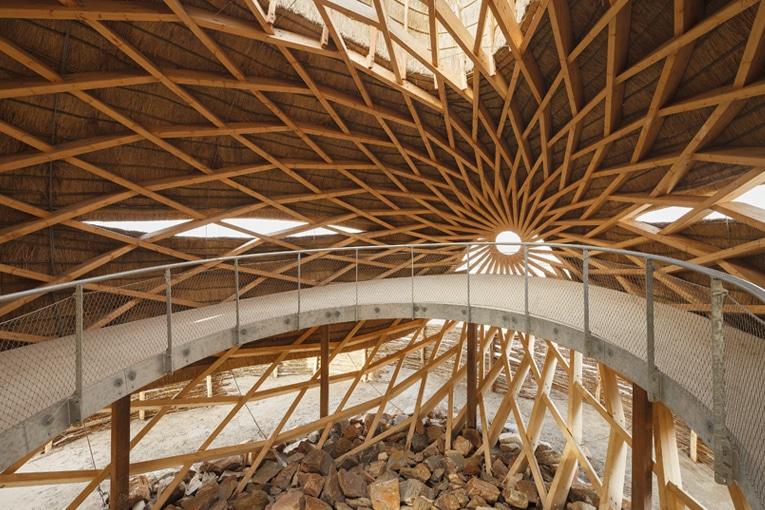 La structure Zollinger est constituée de 417 poutres qui ont été assemblées sur place. [©Katja Effting]