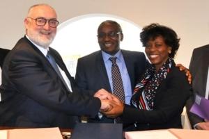 De gauche à droite : Patrick Liébus ; Mr Gélase HAVYARIMANA Directeur Général de BATIROC PROTECT et Mme HAVYARIMANA Présidente de BATIROC PROTECT GROUP