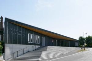 Avec des moyens simples, la façade principale est magnifiée et devient un lieu propre. [©Desmichelle]