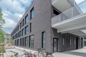 SNBVI : Opération #Unik, à Nantes. Sandra Planchez architecte. Façade ventilée, intégrant un doublage en briques sombres signées Wienerberger. [©ACPresse]