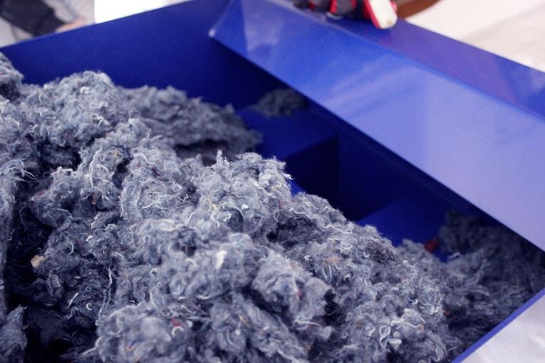 26 % des textiles récoltés par Le Relais sont, depuis 2008, destinés à la fabrication de l'isolant biosourcé Métisse. [©Le Relais Métisse]