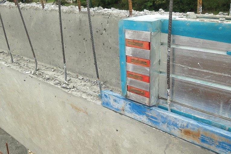 Mise en place de ponts thermiques. [©Plaka]