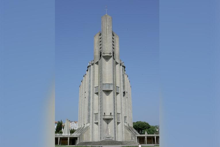 """L'église de Royan est devenue une """"icône"""", un symbole du renouveau de l'architecture religieuse, et donc de l'architecture nouvelle, qu'inauguraient les Trente Glorieuses. [©Mairie de Royan – Philippe Souchard.]"""