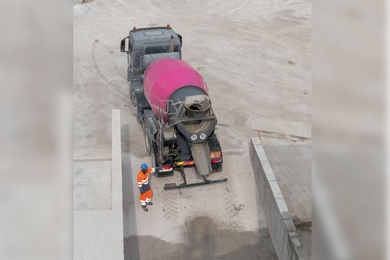 Le lavage de la cuve est absolument obligatoire dès lors qu'un béton spécial a été transporté. [©ACPresse]