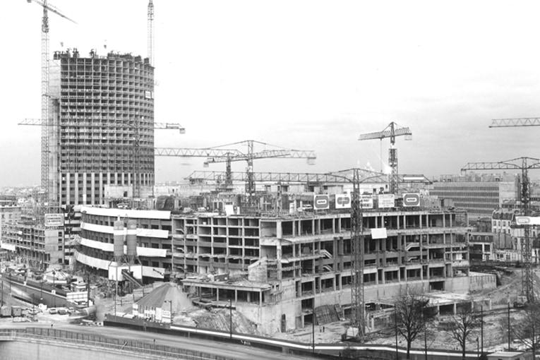 La construction du Palais des Congrès et de l'hôtel Concorde Lafayette en 1973. [©Gérard Guillat]