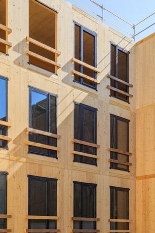 La façade du Palazzo Méridia en CLT intègre des fenêtres à triple vitrage et une ITE de 14 cm. La résille métallique rapportée et son ombrage feront partie intégrante du dispositif thermique de la façade (BSO en façades Est et Ouest). [©Nexity-Antoine Duhamel]