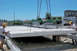 Mise en œuvre du système Seacisol : une dalle isolante permettant la réduction du volume de béton nécessaire pour la confection d'un plancher.