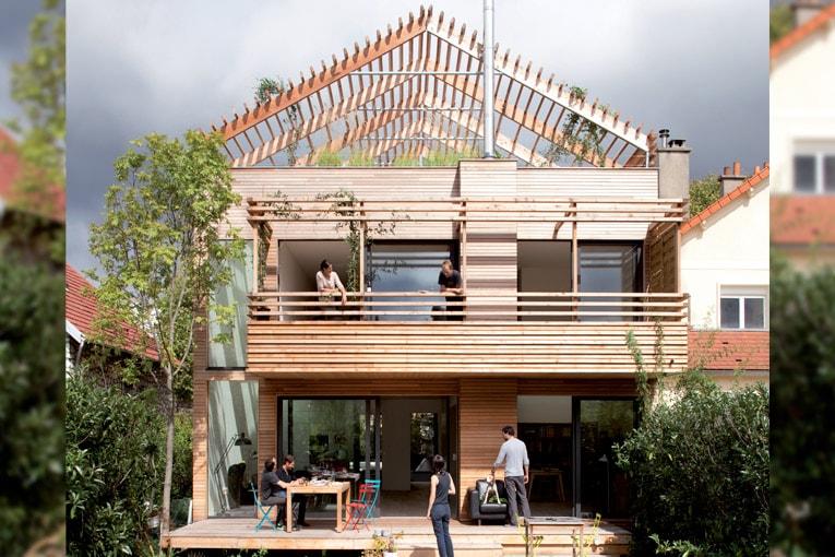 Combiné aux solutions biosourcées, le bois est l'étendard de l'éco-construction. [©Clément Guillaume photographe, www.djuric-tardio.com]