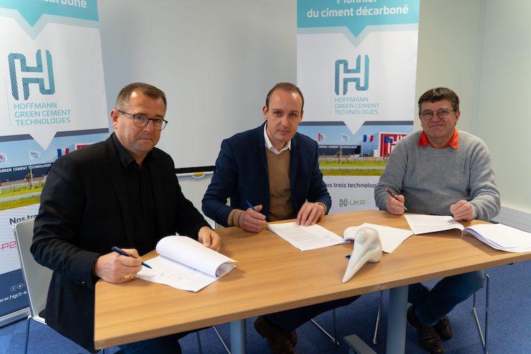 Didier Airieau, Julien Blanchard et Hervé Charpentier lors de la signature de l'accord entre HGCT et Bétonic. [©HGCT]