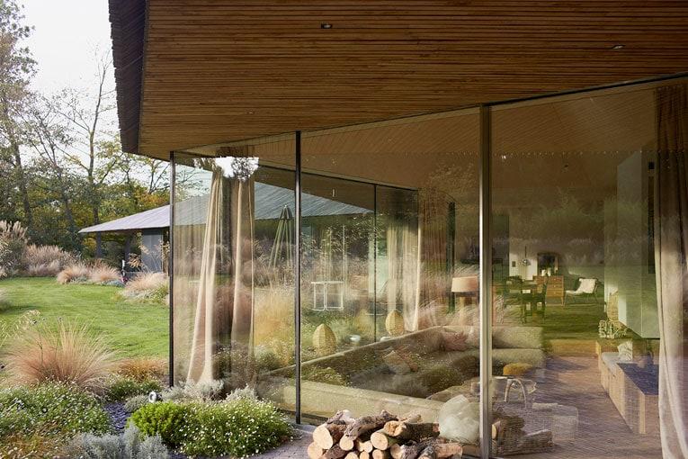 Prix national de la construction bois : La Maison Mouvaux (59). Maître d'œuvre : Tank Architectes. Lauréat de la catégorie habiter une maison. [©Julien Lanoo]
