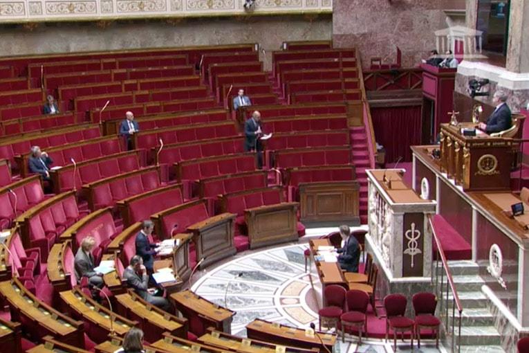 """Retoquée par la majorité parlementaire, la """"Prime climat"""" revient dans les discussions."""