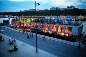 """Voir Paris autrement. Voir l'art autrement. Voir la Seine autrement. C'est ce que propose le centre urbain flottant """"Fluctuart""""."""