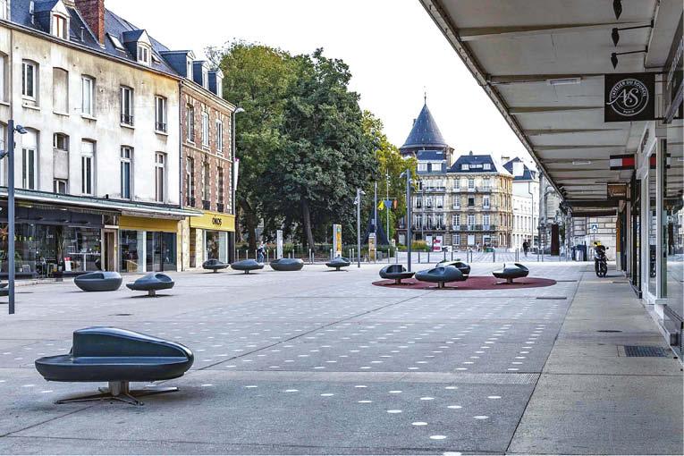 L'allée Eugène Delacroix est le seul secteur du quartier des musées à avoir bénéficié d'un traitement minéral à base de béton esthétique. [©SNMS]