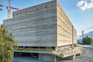 Le béton fluide DefiPerf Parement de Vicat a été mis en œuvre pour la construction des archives départementales de l'Isère. Une réalisation CR&ON/ D3 Architectes. [©Vicat]