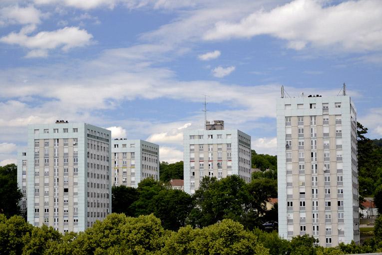 Les besoins en entretien et rénovation sont importants, car plus de 7 logements HLM sur 10 ont été construits avant 1985. [©Square Habitat]