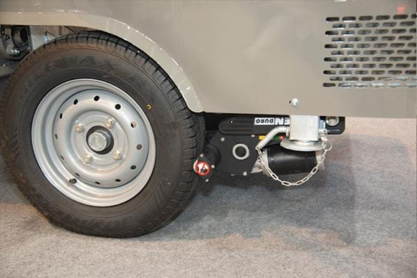 Le système Mover de Priomix se monte au niveau des roues de la remorque pour permettre de la manœuvrer sur chantier sans effort.