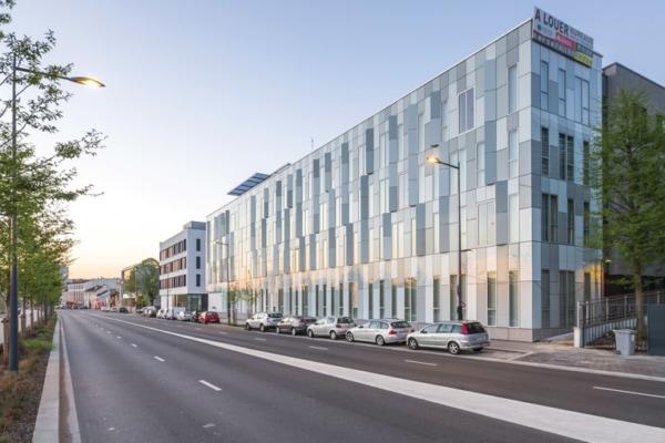 Pour son nouveau Green Office, Bouygues Immobilier a souhaité faire rimer performances thermiques avec esthétisme. [©Sto]