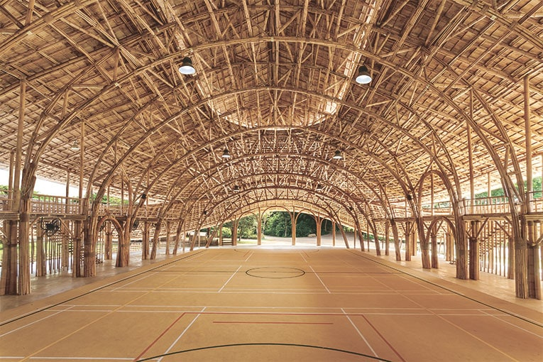 Gymnase de la Panyaden School, Namprae, Thaïlande, Asie Maîtrise d'ouvrage : Panayadem International School Architecture : Chiangmai Life Architects / Marcus, Roselieb et Tosapon Sittiwong [©Alberto Cos/Bamboo-Sports-Hall-Panyaden-School]