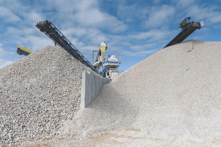 Ouverture - De nos jours, l'essentiel des produits béton issus de la démolition est destiné à l'industrie routière. Moins de 5 % est valorisée pour refaire des bétons neufs. [©ACPresse]