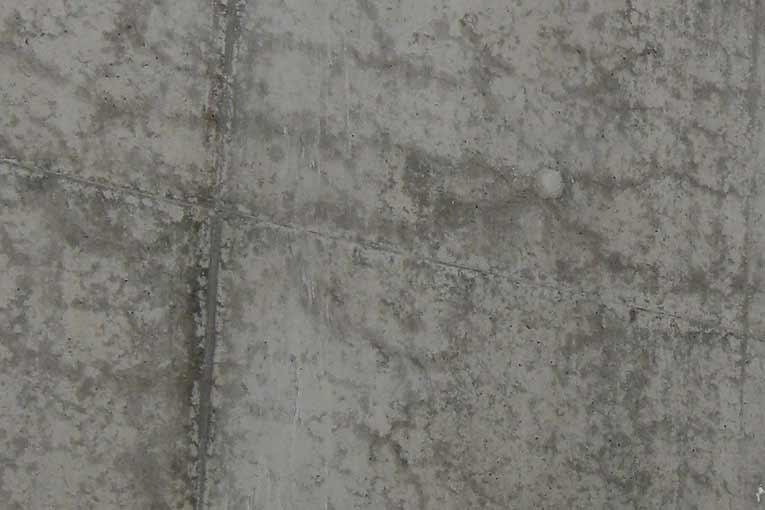 Faïencage visible, dont la maille est de l'ordre de 15 cm. [©Paul Acker]