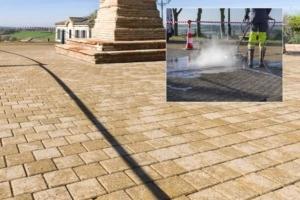 Rénovation des pavés béton d'une place de Montjoire (31). Après travaux, le sol est comme neuf... [©Cemex]