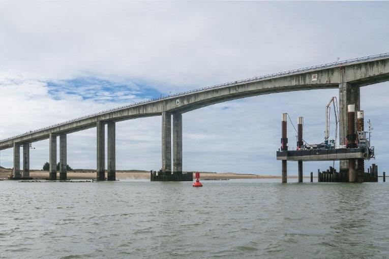 Long de 583 m, le pont de Noirmoutier compte 9 piles, qui sont toutes rénovées. [©Charles Marion/Edycem]