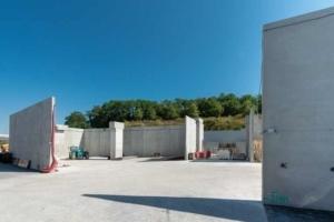 Encore en construction, la zone d'évacuation des déblais est installée à 1,2 km du chantier, le long de l'autoroute A6. [©ACPresse]