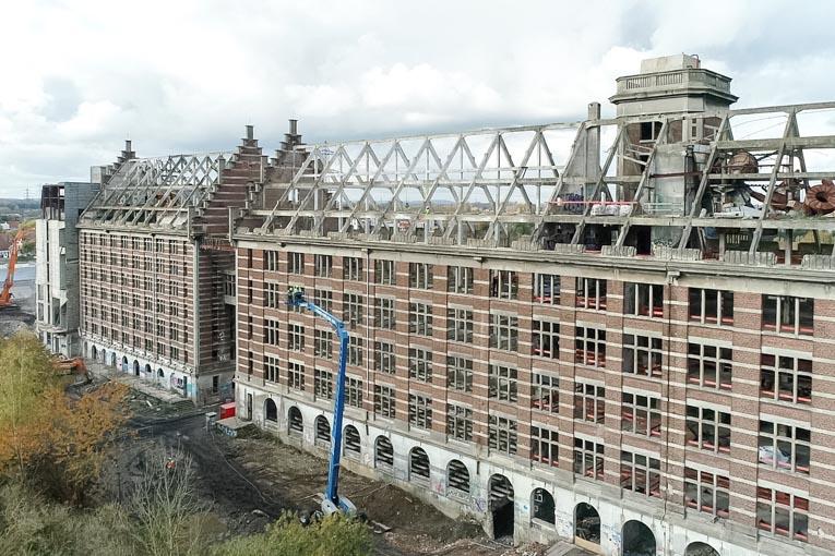 Sur le chantier des Grands Moulins de Paris, Lhotellier 2D a mobilisé 5 cordistes. [©Lhotellier]