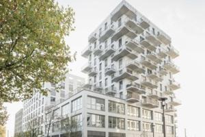 L'ensemble immobilier O'2 Parcs se divise en trois bâtiments, posés sur un socle commun.[©Hardel Le Bihan Architectes/Schnepp Renou]