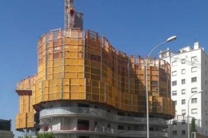 Les plates-formes de Peri ont permis aux équipes de construction d'avancer sur le chantier en toute sécurité. [©Peri]