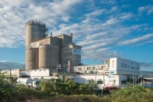 Le terminal cimentier Teralta offre une capacité de stockage de 17 000 t de ciments en vrac au sein de cinq silos en béton. Elle intègre aussi une unité d'ensachage et de palettisation pour la production de ciments en sacs. [©ACPresse]