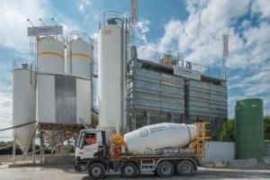 La centrale Unibéton est dimensionnée pour assurer une production en autonomie durant 36 h, soit 600 m3 de bétons. [©ACPresse]