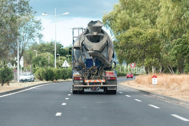 Pour ce qui est du transport du béton, le risque routier représente la grande part des sinistres. D'autant que certains peuvent avoir des conséquences corporelles très graves. [©ACPresse]