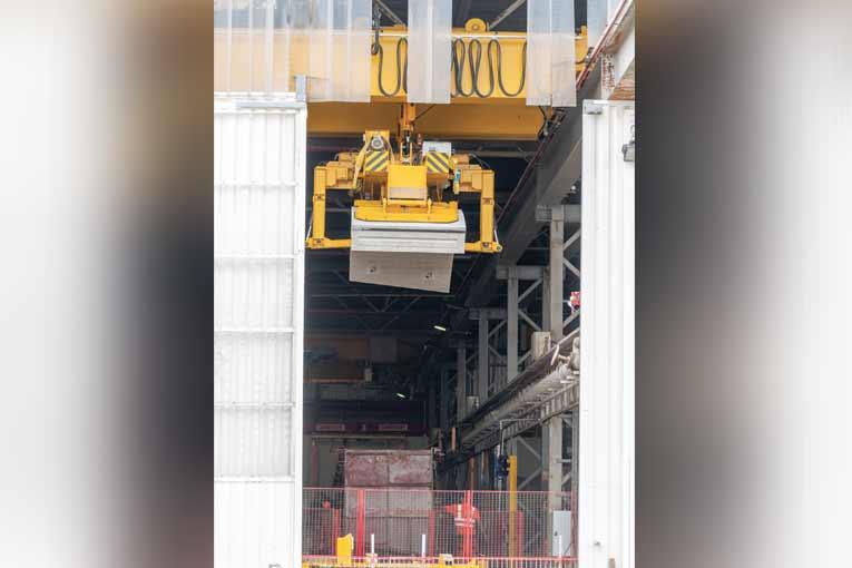 L'usine est aujourd'hui dédiée à la seule production de voussoirs pour tunnels. [©ACPresse]
