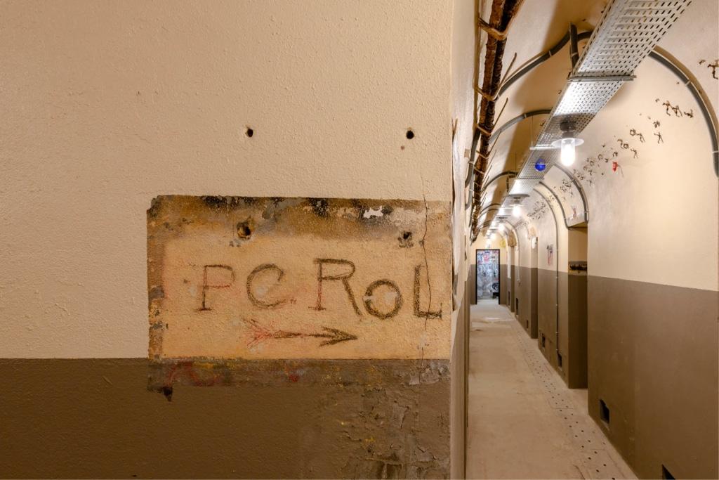 Un couloir du poste de commandement ©Pierre Antoine
