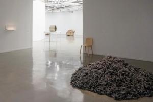 Vue de l'exposition Hubert Duprat au musée d'Art Moderne de Paris.[©acpresse]