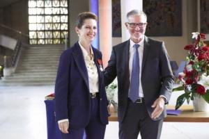 Le 15 septembre dernier au Palais d'Iéna, à Paris, la présidente de la Fondation Louis Vicat Sophie Sidos a reçu la Légion d'honneur. [©Vicat]