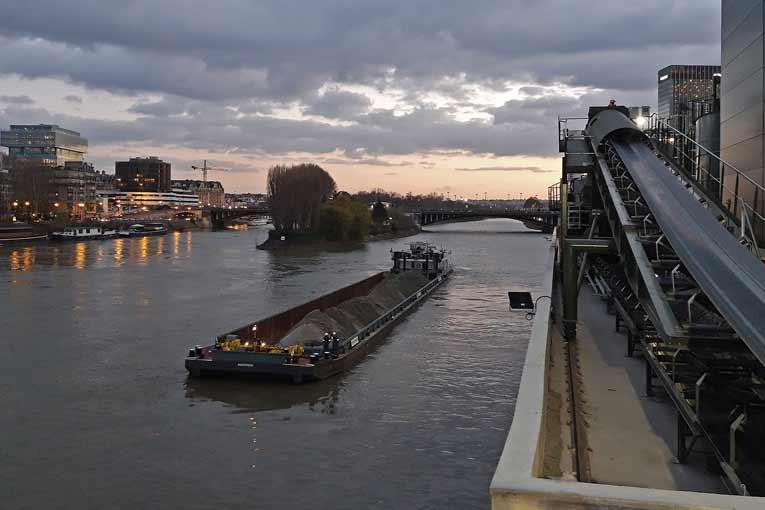 Les déchets inertes sont orientés vers l'une des 4 carrières exploitées par LafargeHolcim en aval sur la Seine. [©LafargeHolcim]
