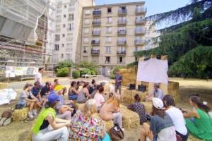 Chantier participatif, chantier démonstratif : l'ITE de la rue de la Convention tranche avec l'habitude, à tous points de vue. [©Landfabrik]