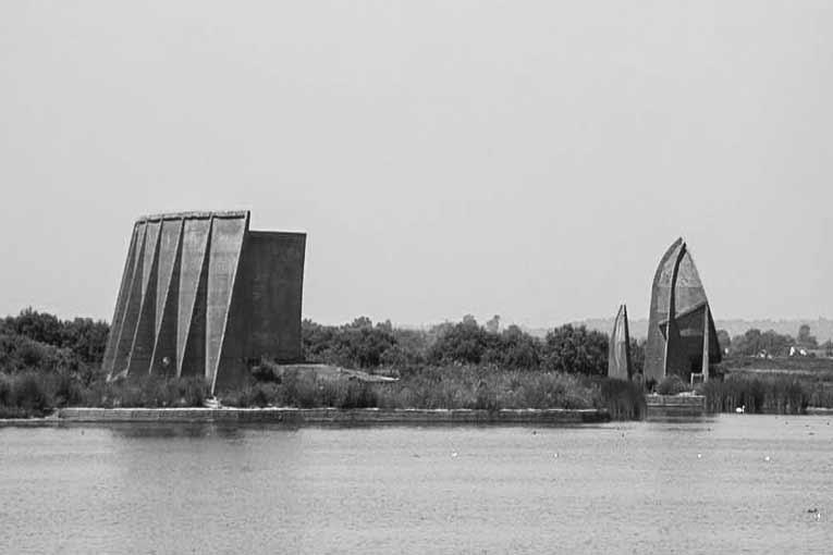 Telles des forteresses, les Sounds Mirrors avaient vocation de protéger l'Angleterre de la menace nazie… [©Jksolomon]