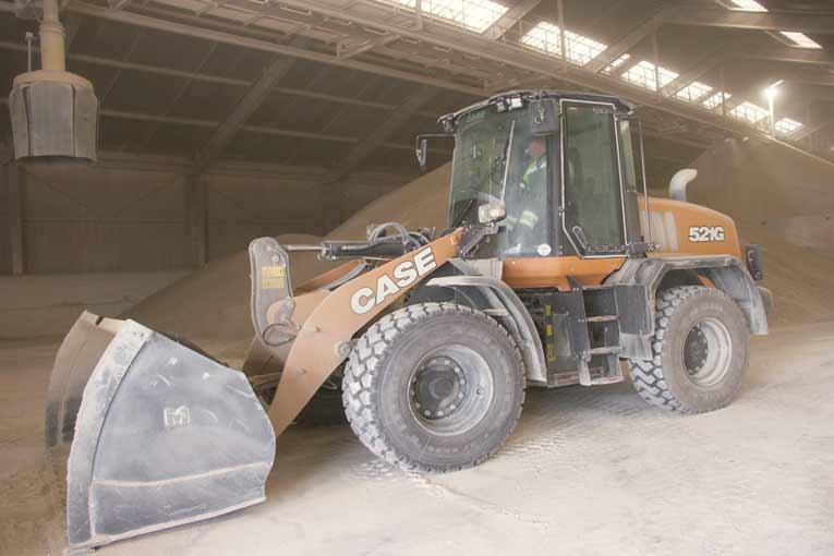 L'industriel Soka a investi dans un nouvel outil plus performant : la chargeuse sur pneus Case 521G. [©Case]