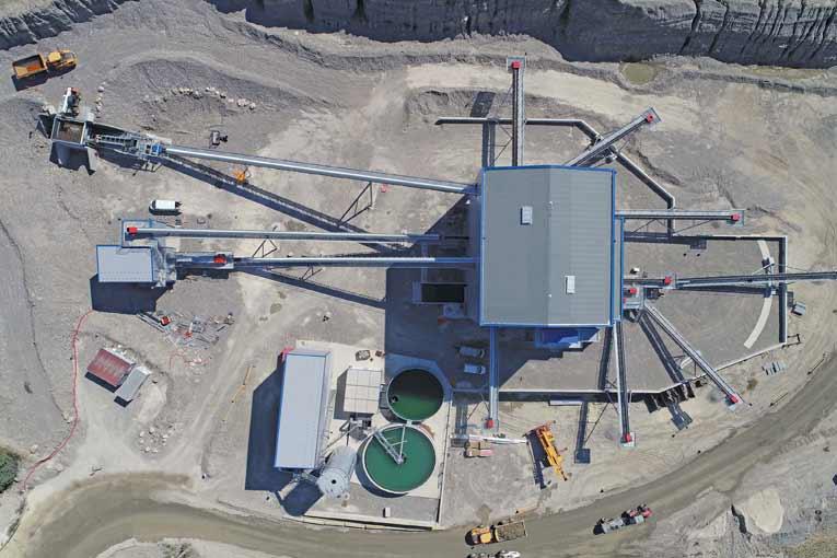 Au lieu de passer par Cran-Gevrier, les matériaux de la carrière de Planaz sont désormais traités directement sur le site.  [©Annecy Béton Carrières]