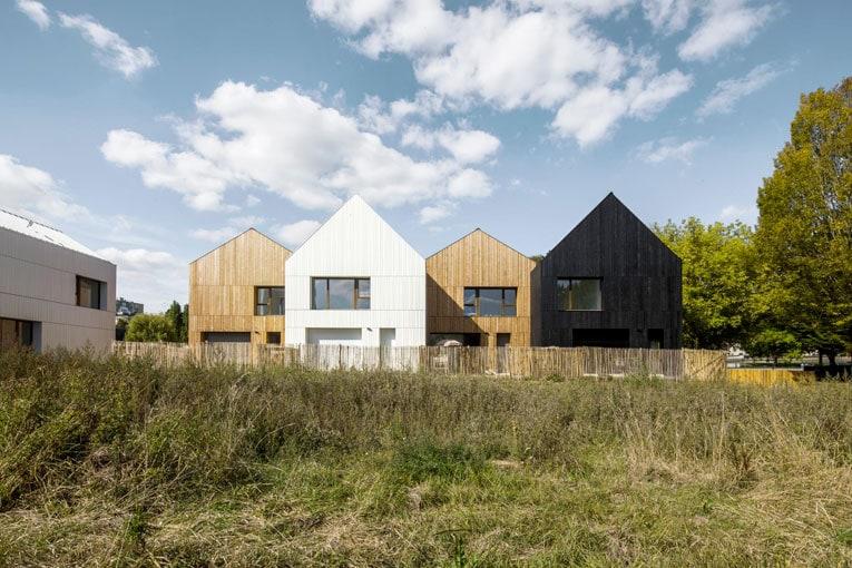 Près de 13 logements sociaux en bois et paille à Nogent-le-Rotrou, NZI Architectes, candidats au Prix national de la construction bois 2020. [©Juan Sepulveda Grazioli]