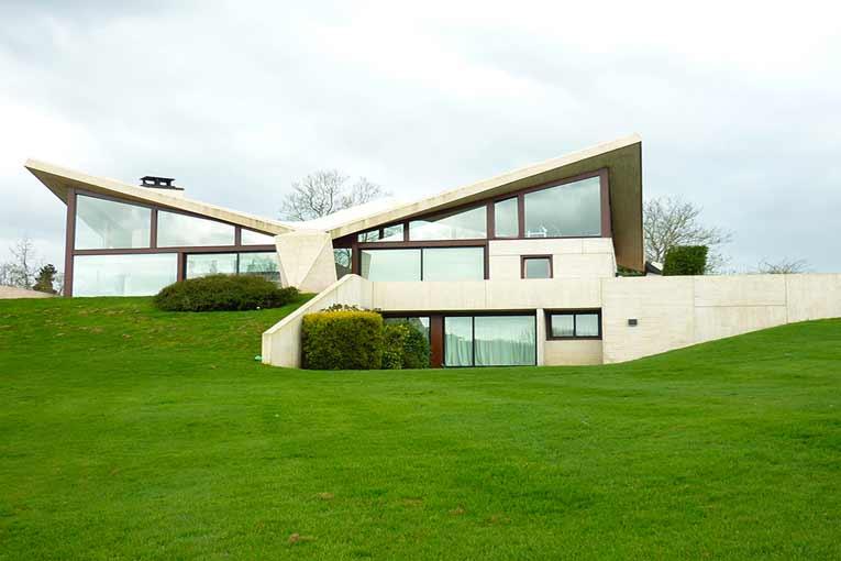La villa Sayer, près de Deauville, dans laquelle Marcel Breuer exploite la rigueur constructive et la plasticité du béton armé et de ses panneaux préfabriqués [©DR]