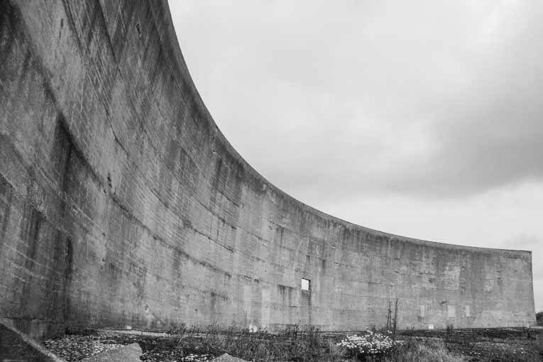 """Ces """"récepteurs"""" ont aussi pris la forme d'un mur concave de 60 m de long.  [©Bodacea]"""