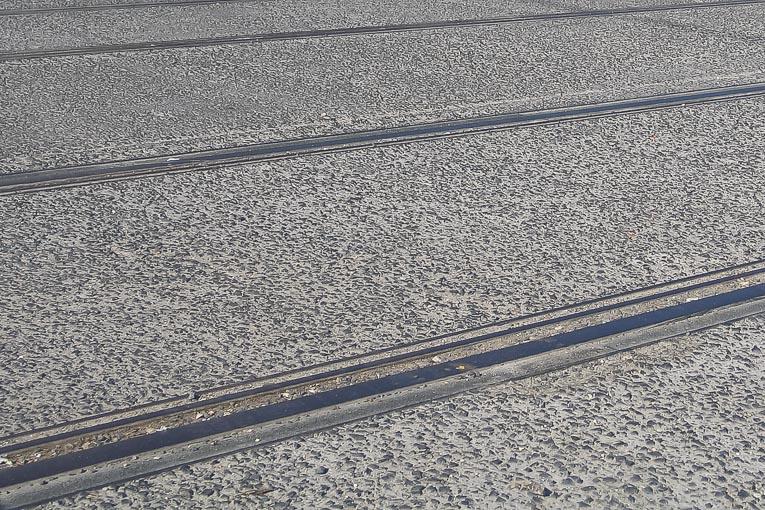 Béton désactivé sur une section du tramway parisien. [©ACPresse]