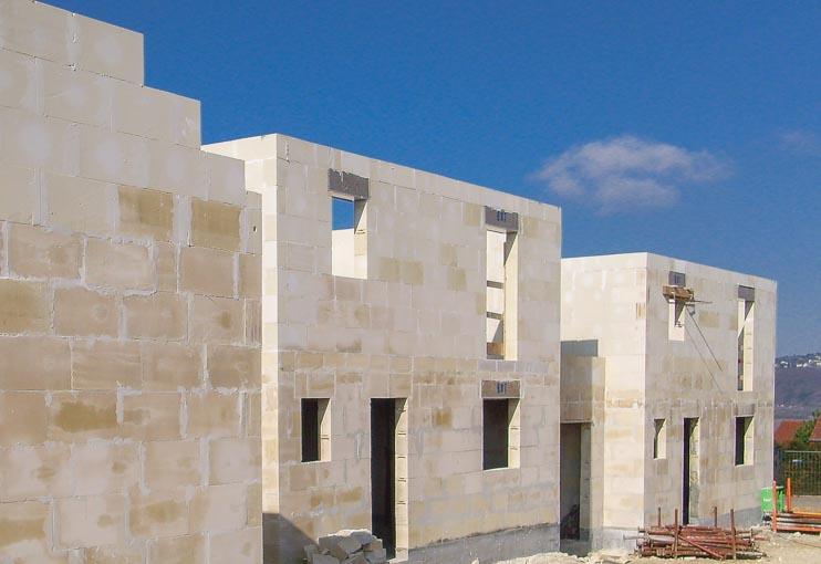 Constructions réalisées en blocs de béton cellulaire. [©Xella]